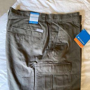 Columbia Men's Cargo Shorts. NWT
